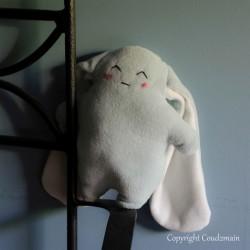 Kit couture doudou lapin souriant bio - 20 cm - corps bleu oreilles blanches