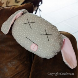 Kit couture écolo coussin lapin Toudou - tissu gris triangles blancs